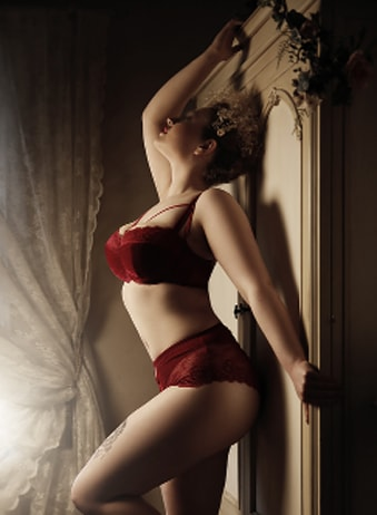 Phoebe Huxley - Blonde Escorts